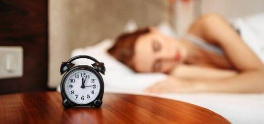 andare a letto tardi e svegliarsi presto